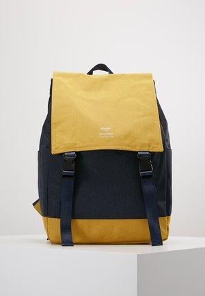 SLIM FLAP BACKPACK UNISEX - Batoh - navy/yellow