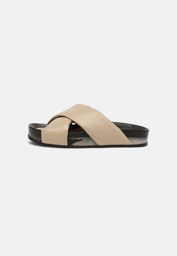 Pantofle - marmo stone