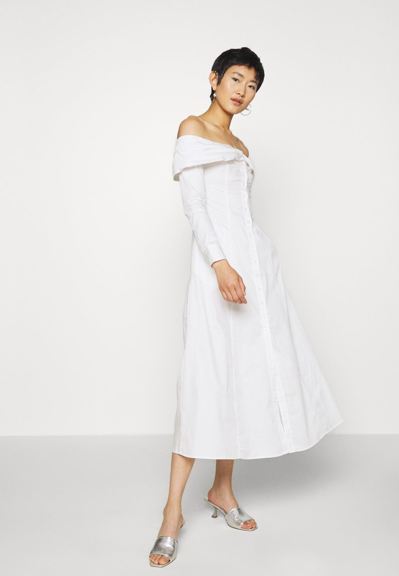 Who What Wear - THE OFF THE SHOULDER DRESS - Shirt dress - white