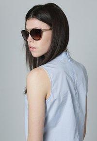 Prada - Okulary przeciwsłoneczne - brown/gold - 0