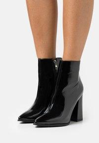 RAID - NEETA - Kotníková obuv na vysokém podpatku - black - 0