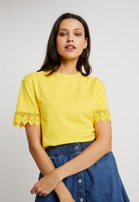 mint&berry - T-shirt print - primose yellow - 3