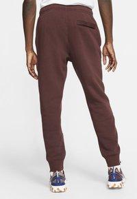 Nike Sportswear - CLUB - Tracksuit bottoms - bordeaux - 2