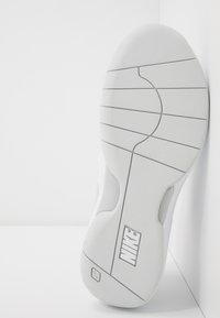 Nike Performance - AIR ZOOM PRESTIGE CARPET - Carpet court tennis shoes - white/photon dust/pink foam - 4