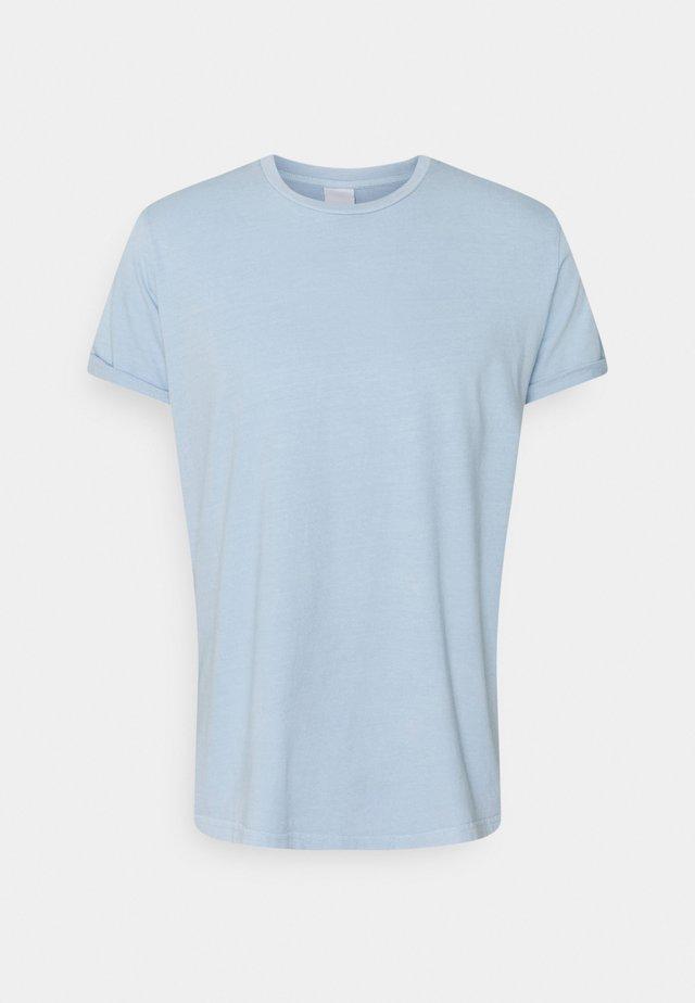 ZACH - Basic T-shirt - skyway