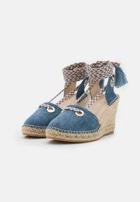 Macarena - CARLA 17 - Sandály na platformě - jeans - 2