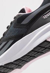Reebok - RUNNER 4.0 - Zapatillas de running neutras - black/cloud grey/pix pink - 5