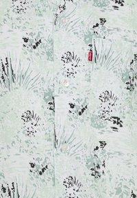 Levi's® - CUBANO SHIRT - Shirt - landscape camo grey ore - 2