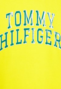 Tommy Hilfiger - ARTWORK  - Mikina - yellow - 2