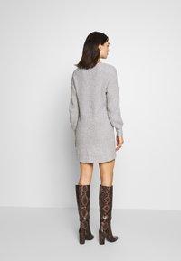 American Eagle - OPEN VEE HILO DRESS - Abito in maglia - gray - 2