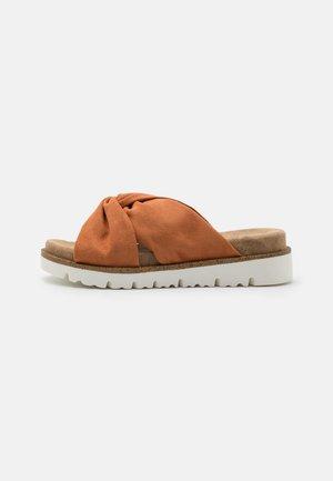 Pantofle - brick
