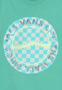 Vans - AUTISM AWARENESS BOYS - Print T-shirt - dusty jade green - 3