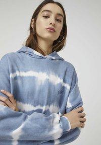 PULL&BEAR - Hoodie - mottled blue - 5
