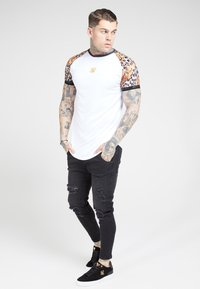 SIKSILK - RAGLAN CURVED - T-shirt print - white - 3