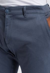 Cross Jeans - Chinos - blau-strukturiert - 3