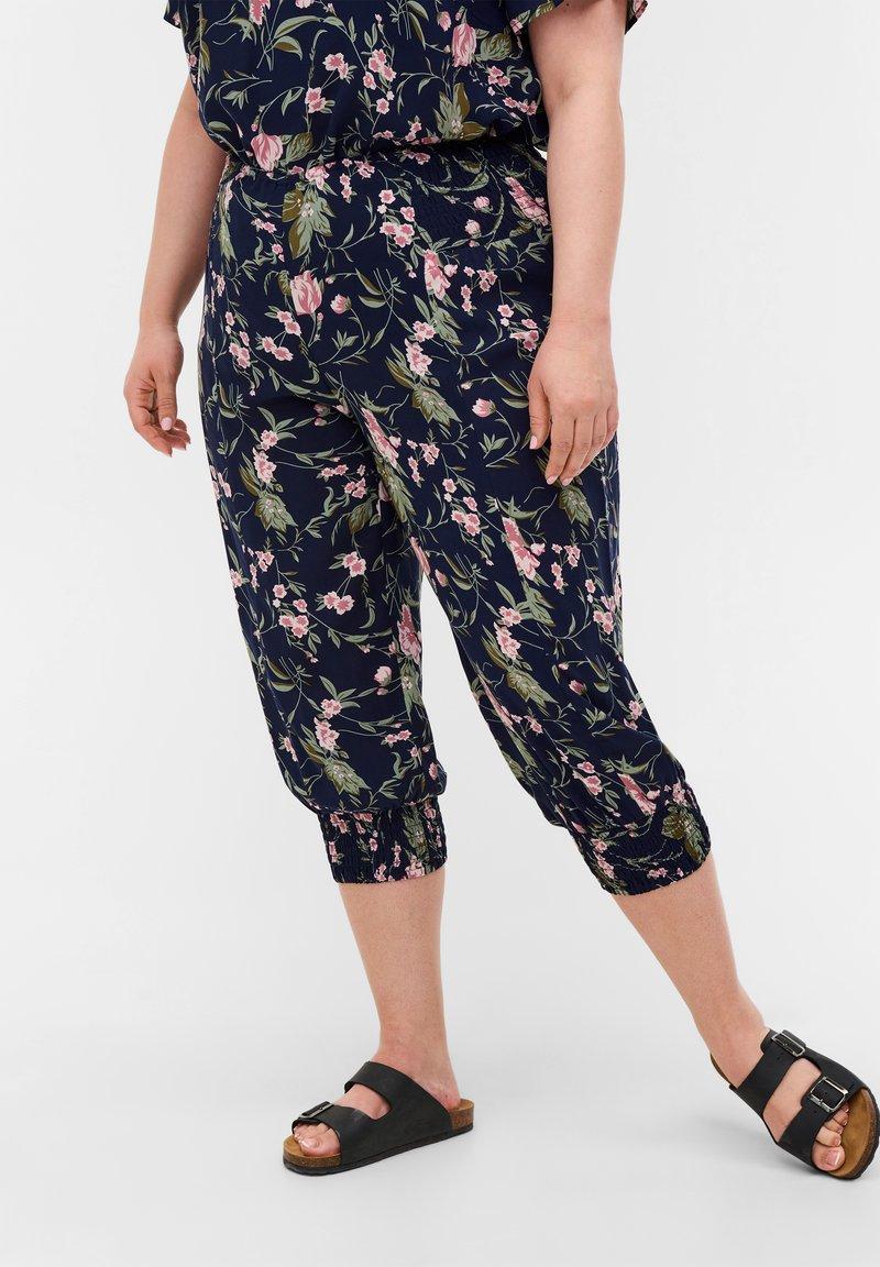 Zizzi - Shorts - blue rose flower aop