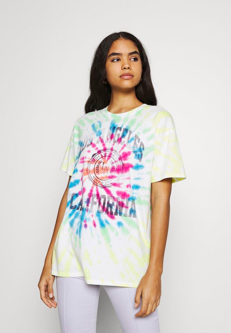 Hollister Co. - OVERSIZED TREND TEE - Print T-shirt - spiral wash