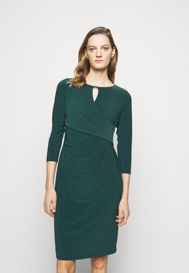 MID WEIGHT DRESS TRIM - Pouzdrové šaty - deep pine