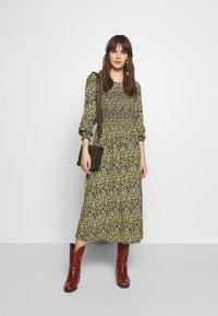 Moss Copenhagen - CELINA MOROCCO SMOCK DRESS - Day dress - celina - 1