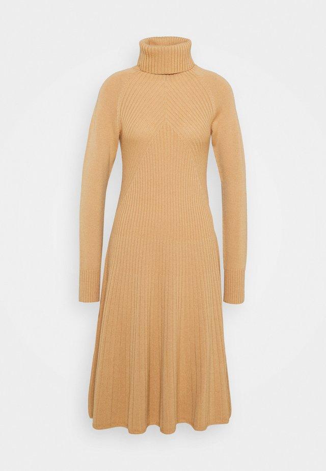 Robe pull - apricot beige