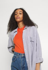 BDG Urban Outfitters - TULLY OVERSIZED STRIPED  - Button-down blouse - grey - 4