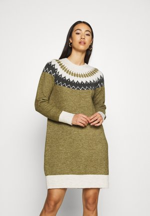VMSIMONE O NECK NORDIC DRESS - Strikkjoler - fir green/birch