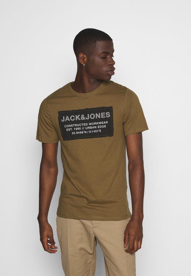 JCOSTORY TEE CREW NECK  - T-shirt imprimé - kangaroo