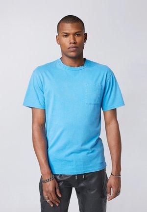 ALESSIO - Print T-shirt - vintage sharp blue