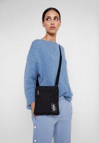 Calvin Klein Jeans - SPORT ESSENTIALS MICRO FLAT PACK - Skulderveske - black - 5