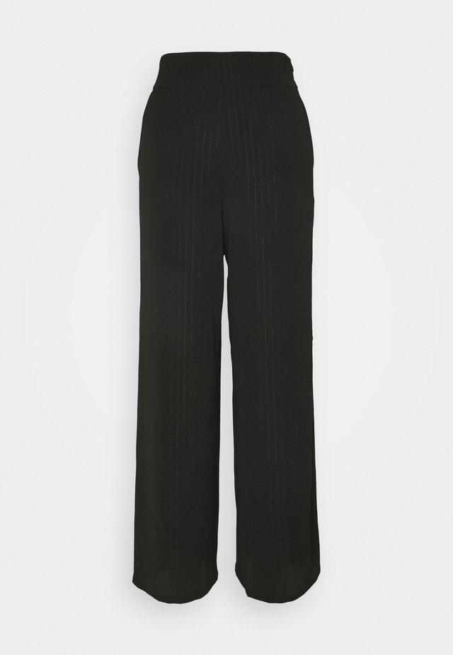 FIESTER  - Pantalones - black