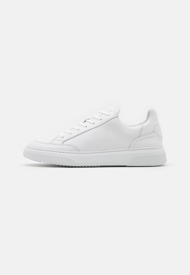 OFF COURT - Sneakers laag - white