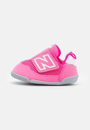 NEWB UNISEX - Scarpe running da competizione - sporty pink
