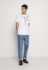 Vivienne Westwood - DANGERO CLASSIC - T-shirt con stampa - white - 1