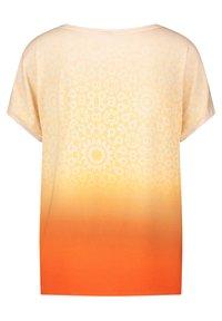Gerry Weber Casual - T-shirt med print - red/orange - 4