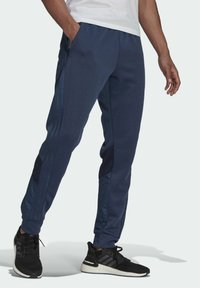 adidas Performance - FI Q2 BD MUST HAVES AEROREADY PRIMEGREEN SPORTS REGULAR PANTS - Tracksuit bottoms - blue - 2