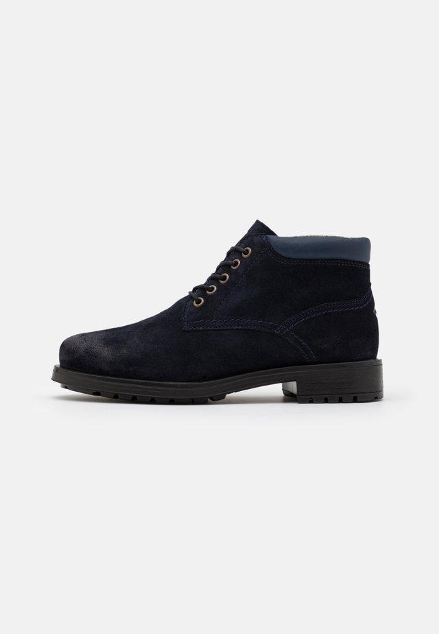 MONT - Volnočasové šněrovací boty - navy