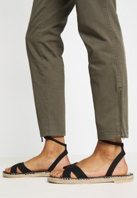 Tommy Hilfiger - Slim fit jeans - army green - 3