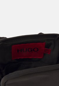 HUGO - ETHON ZIP UNISEX - Taška spříčným popruhem - black - 3