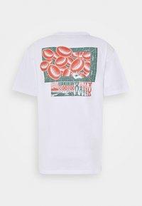 WAWWA - UNISEX CORANZULI - T-shirt z nadrukiem - white - 1