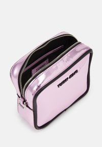 Tommy Jeans - FEMME CROSSOVER - Torba na ramię - pink - 2