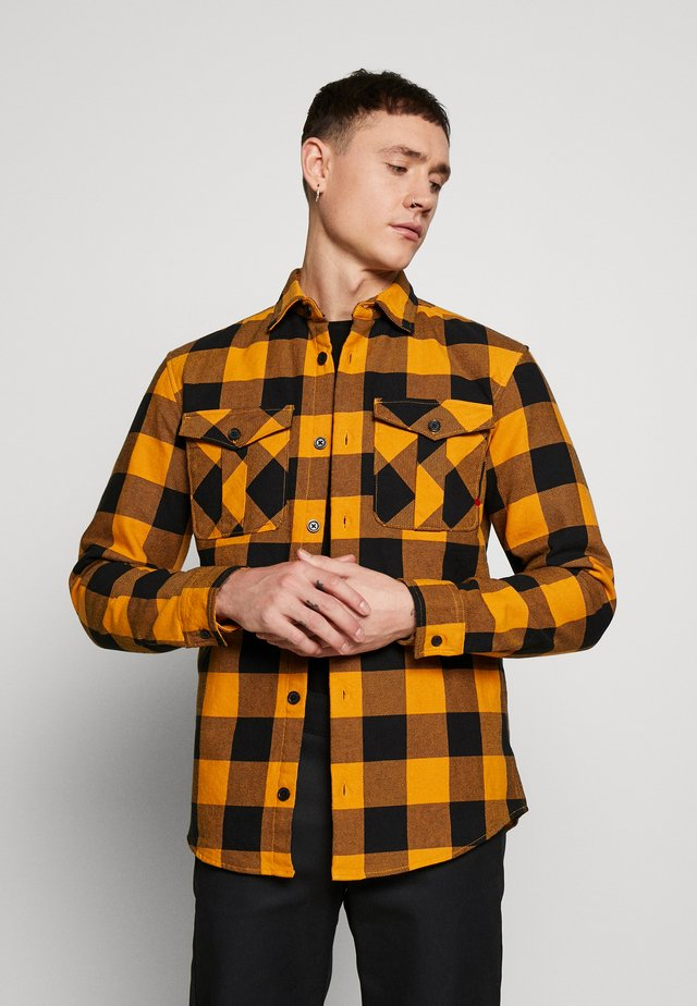 JPRRDD BANES QUILT OVERSHIRT OVERSIZE FIT - Välikausitakki - orange pepper