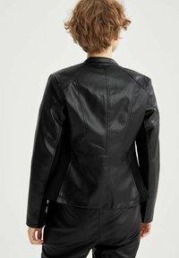 DeFacto - Chaqueta de cuero sintético - black - 2