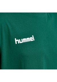 Hummel - HMLGO - Print T-shirt - evergreen - 3
