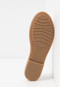 Unisa - SEIMY - Ankle strap ballet pumps - white glitter - 5
