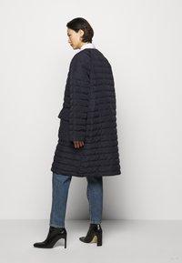Henrik Vibskov - THINK ABOUT LONG COAT - Klasický kabát - navy blue - 2