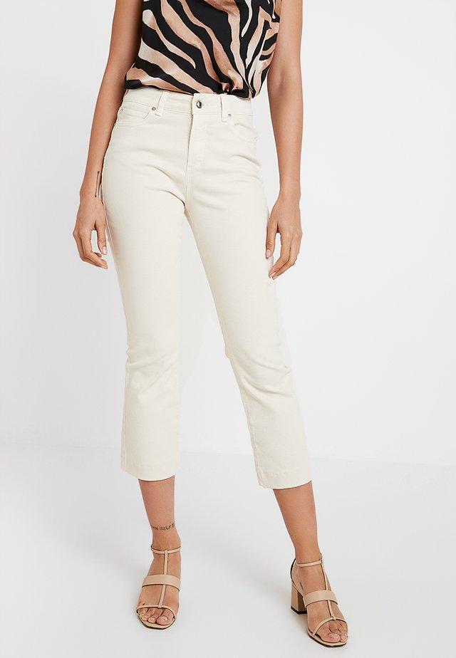 JOHANNA KICK FLARE - Jeans a zampa - ecru