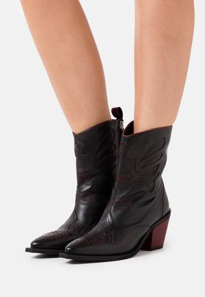 SERAING - Cowboy/biker ankle boot - black