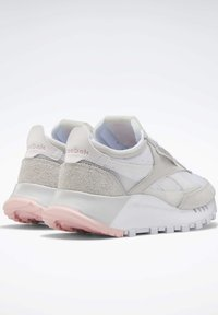 Reebok Classic - CLASSIC LEATHER LEGACY SHOES - Baskets basses - white - 3