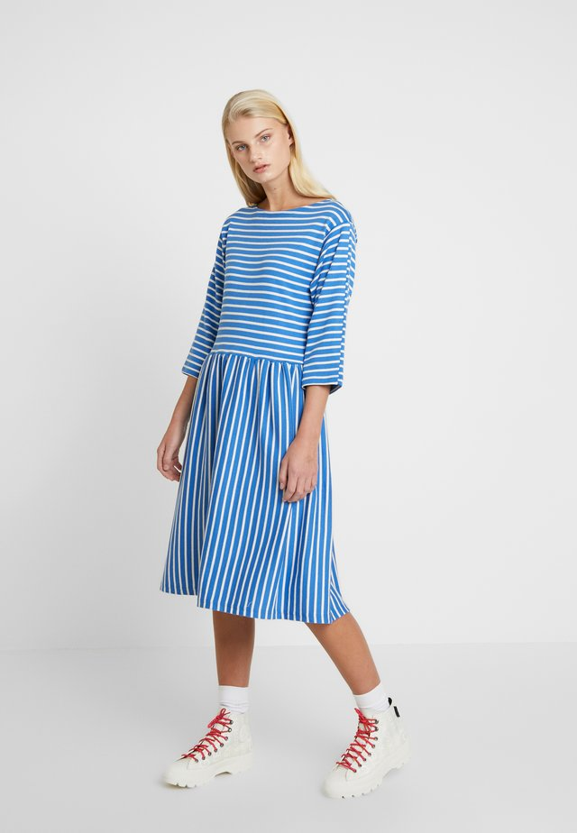 BRETAGNE DUALLA - Jumper dress - blue/ecru
