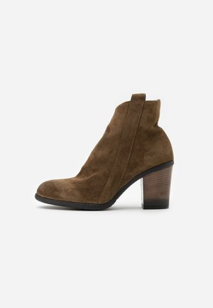 Ankle boots - coroil dust